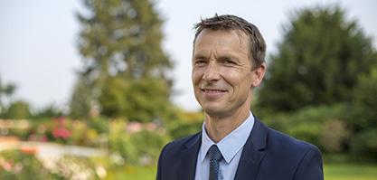 Herr Dr. Anneken ist der Fachgeschäftsführer.