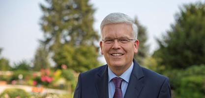 Herr Prof. Dr. Deutsch ist Vorstandsvorsitzender.