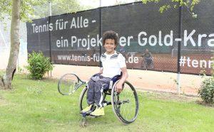 Foto eines Tennisspielers im Rollstuhl