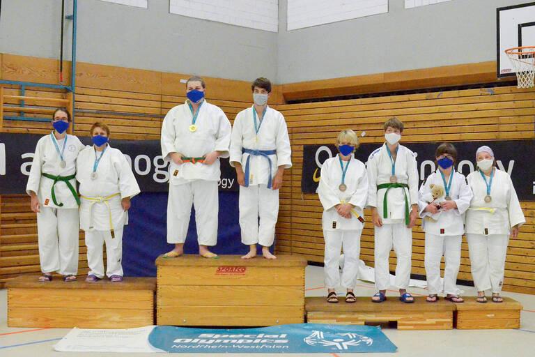 Die Gewinner des Kata-Turniers in Essen. Gewonnen hat Bastian Wind. Er ist Judoka im ZABS.
