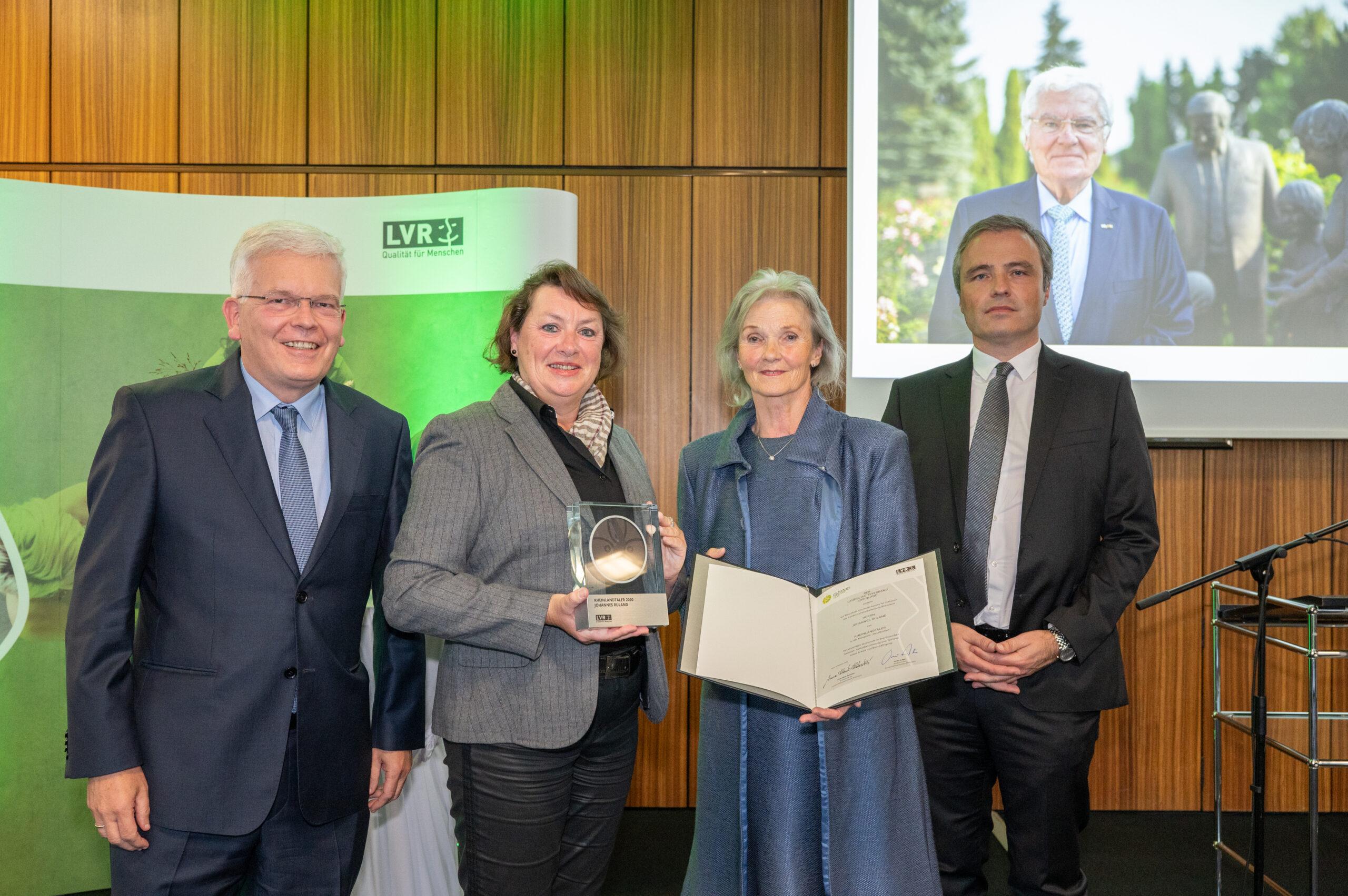 Prof. Dr. Hans Josef Deutsch, Anne Henk-Hollstein, Mirjam Ruland, Dr. Yorick Ruland. Posthume Verleihung des Rheinlandtalers an Johannes Ruland.